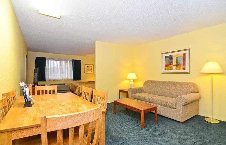 Best Western Ambassador Inn & Suites - Hotel - 39