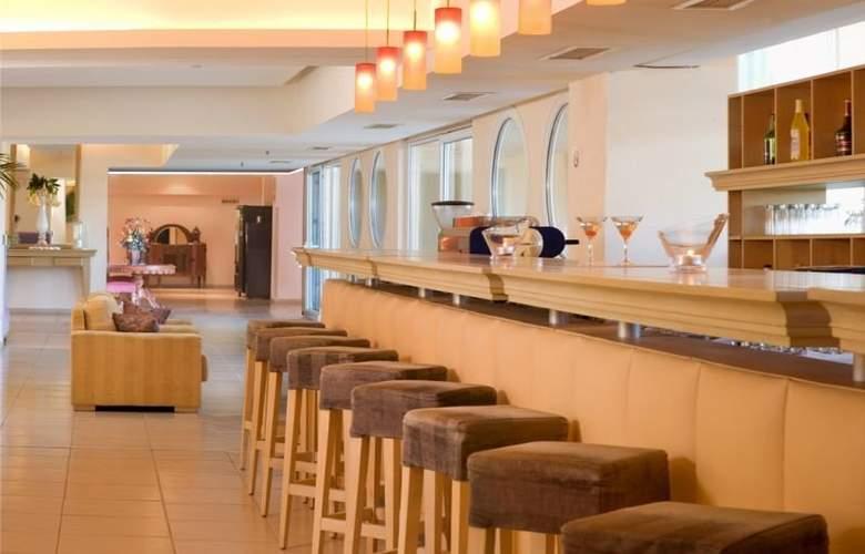 Ariti Grand Hotel - Bar - 3
