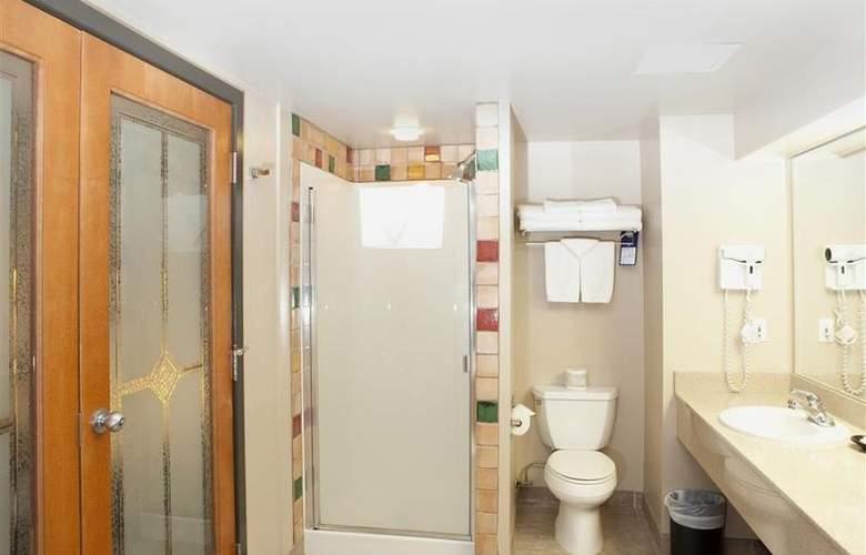 Best Western Plus Pocaterra Inn - Room - 117