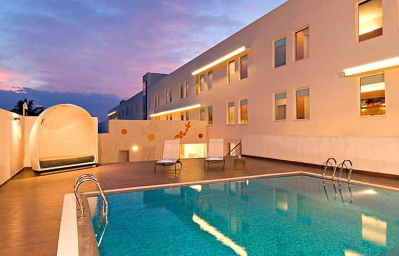 Aloft Hotel Chennai - Pool - 2