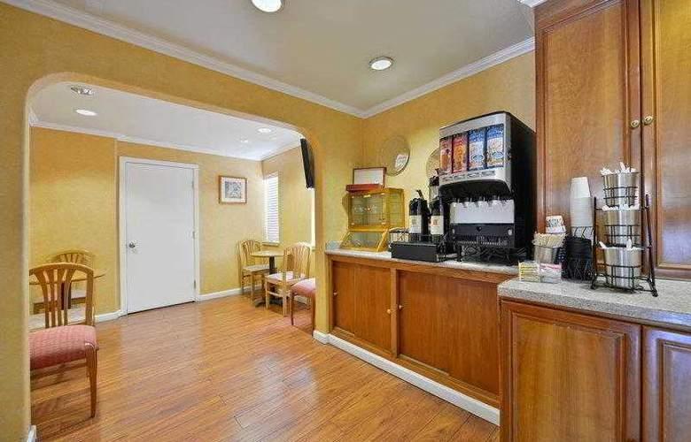 Best Western Plus Executive Suites - Hotel - 19
