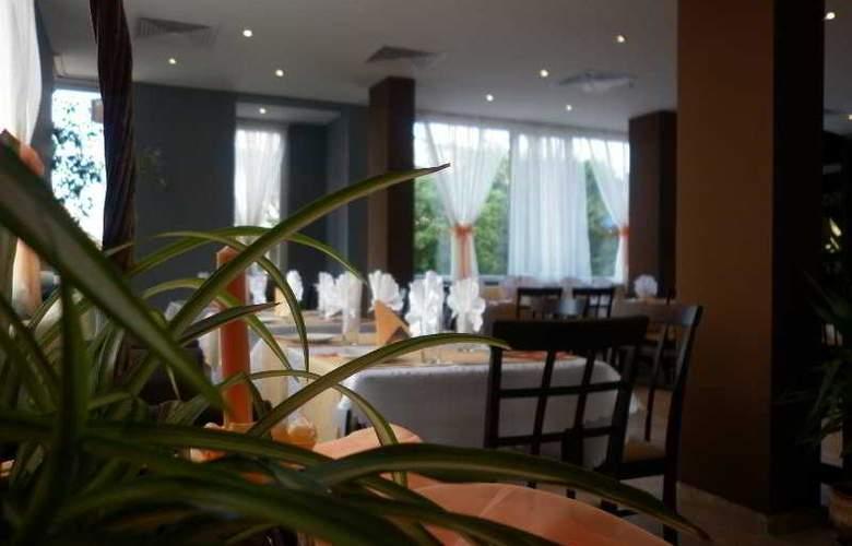Bon Voyage Hotel Alexander - Restaurant - 4