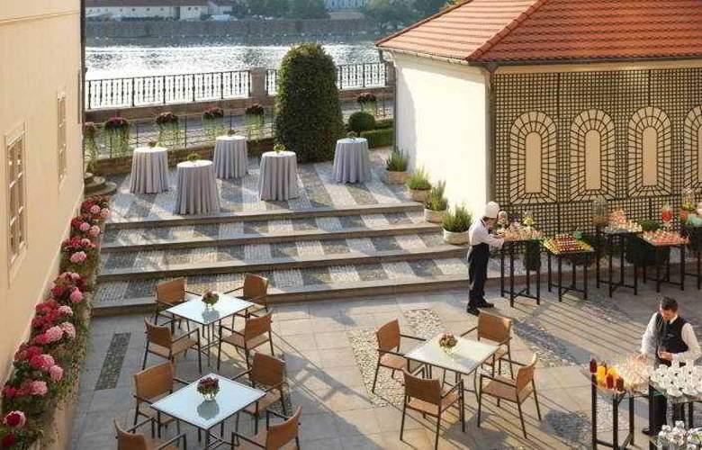 Four Seasons Prague - Terrace - 41