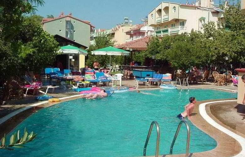 Wellcome Inn Hotel - Pool - 5