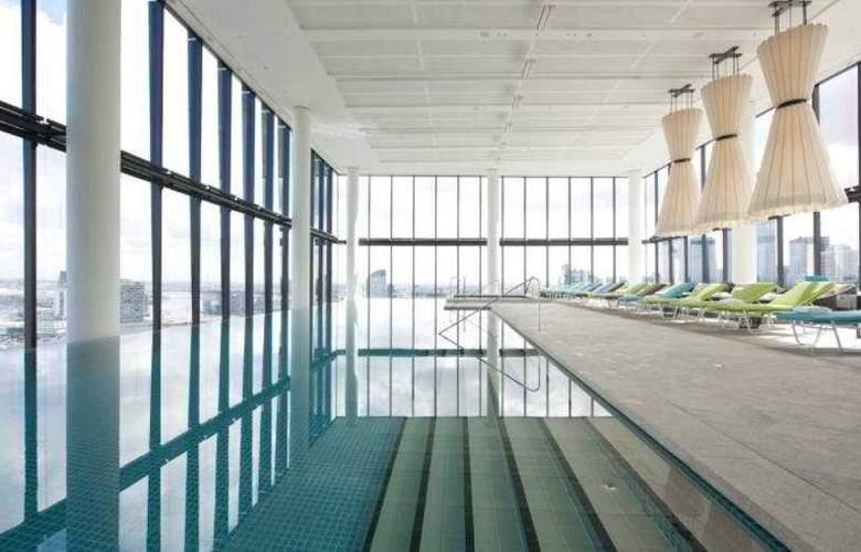 Crown Metropol - Pool - 7