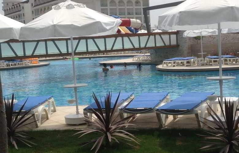 Terrace Elite Resort Hotel - Pool - 12