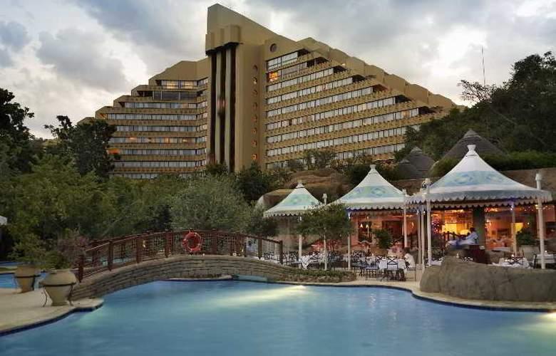 The Cascades - Hotel - 4