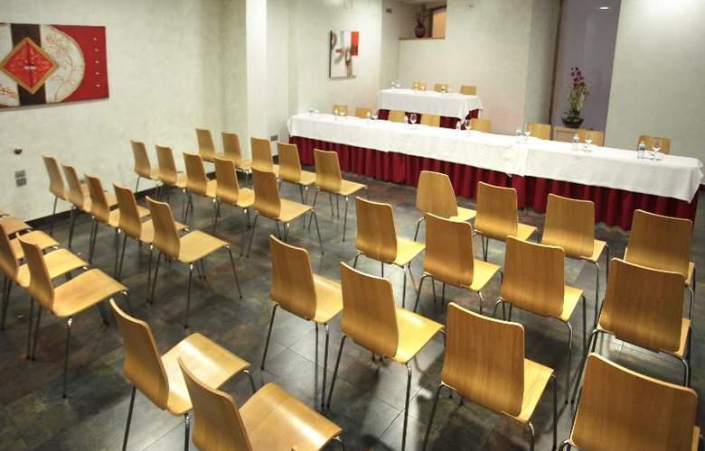 ELE Enara Boutique - Conference - 12