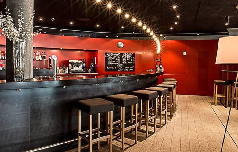 All in One Inn Lodge Hotel & Hostel - Bar - 1