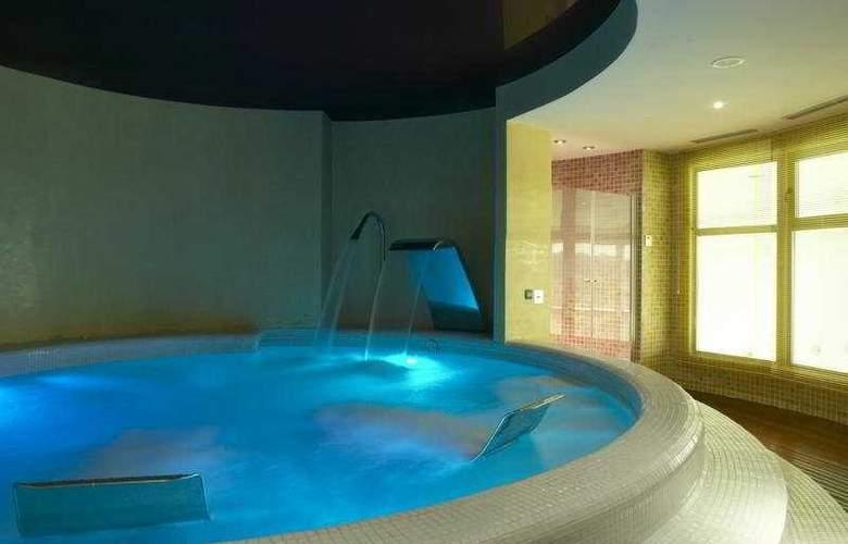 NH Gran Casino Extremadura - Pool - 5
