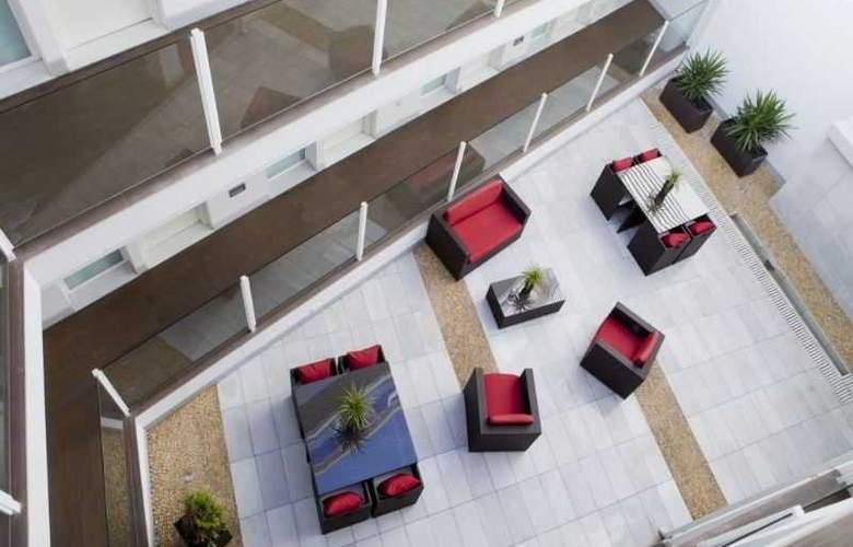La Boutique Puerta Osario - Terrace - 48
