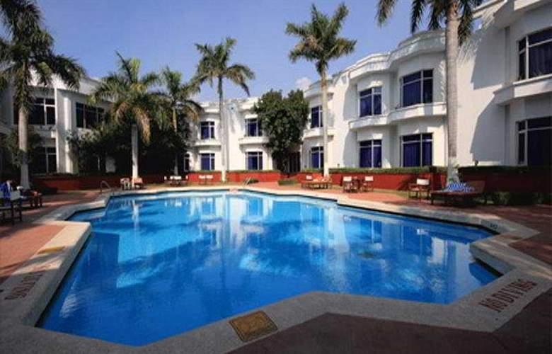 Ramada Khajuraho - Pool - 7