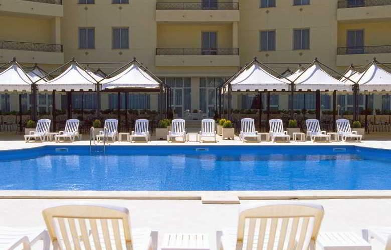 NH Villa San Mauro - Pool - 15