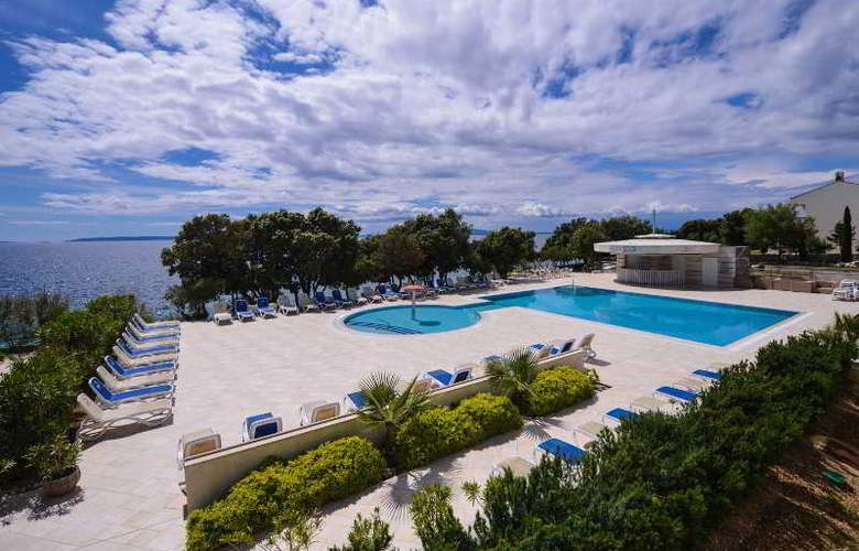 Luna Island Hotel - Pool - 5