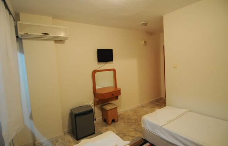 Melis - Room - 7