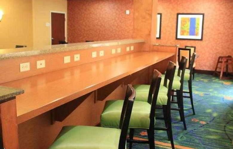 Fairfield Inn & Suites Denton - Hotel - 16