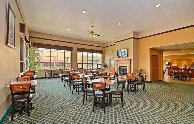 Best Western Ambassador Inn & Suites - Hotel - 4
