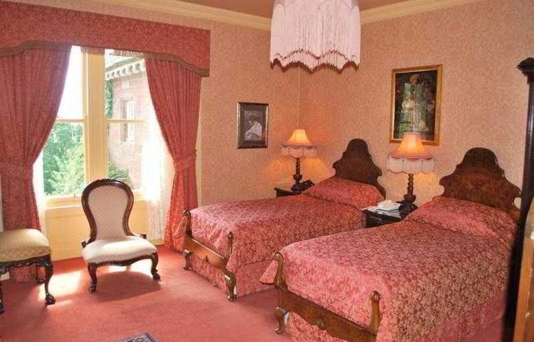 Lands of Loyal Hotel - Room - 9
