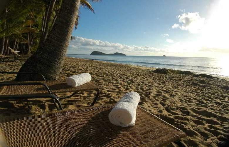 Alamanda Palm Cove by Lancemore - Beach - 2