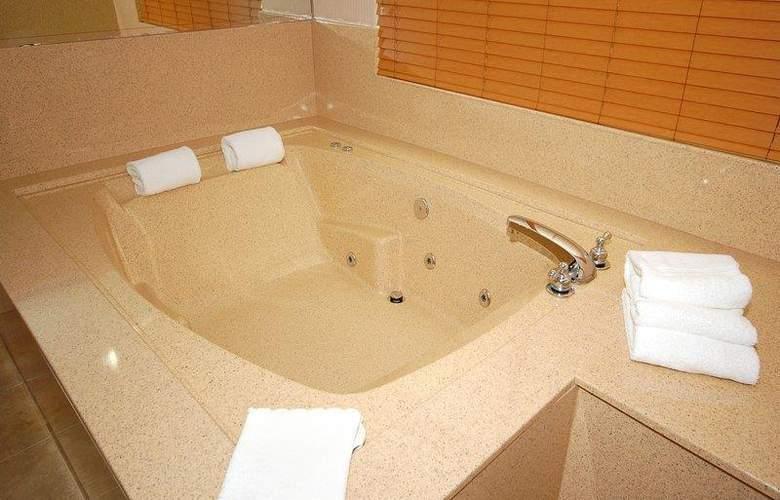 Best Western Plus Suites Hotel - Pool - 57