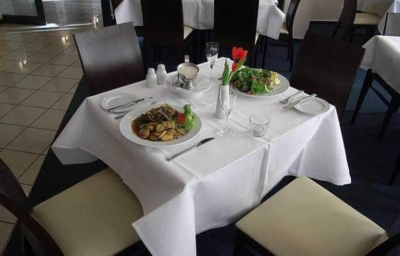 InterCityHotel Freiburg - Restaurant - 4