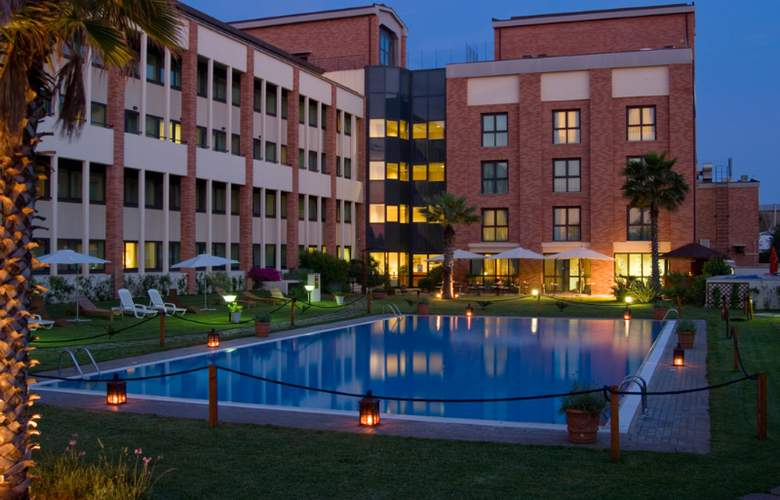 Courtyard By Marriott Rome Airport - Hotel - 0