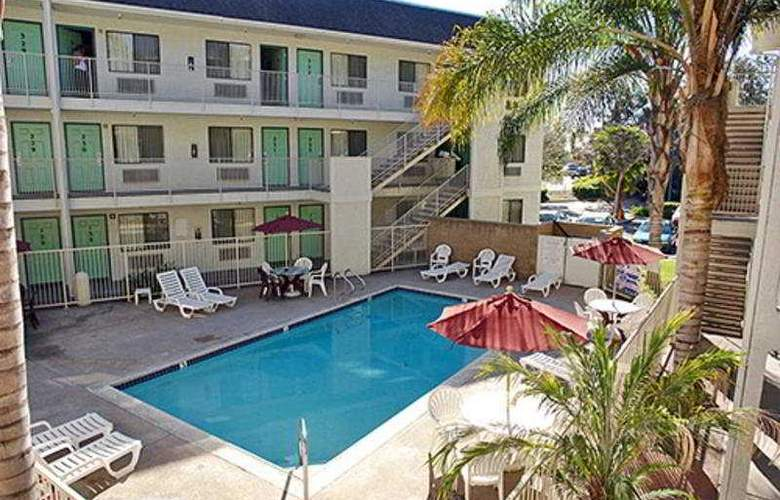 Motel 6 Buena Park Knotts Berry Farm - Pool - 3