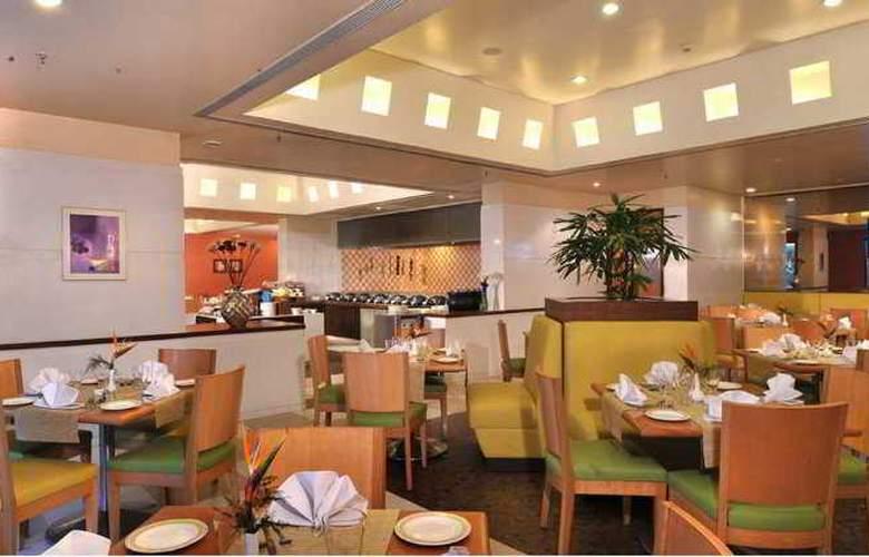 Hometel Chandigarh - Restaurant - 11