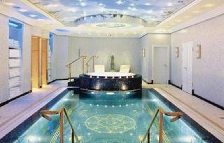 The Ritz-Carlton, Berlin - Pool - 3