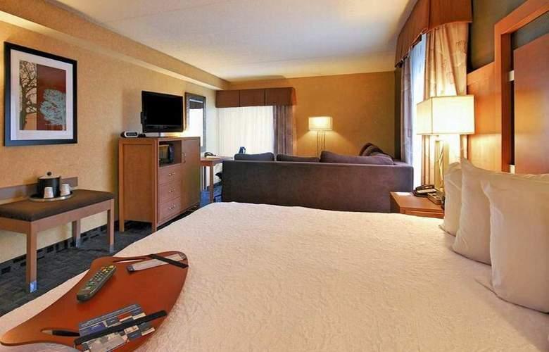 Hampton Inn Clinton - Room - 14