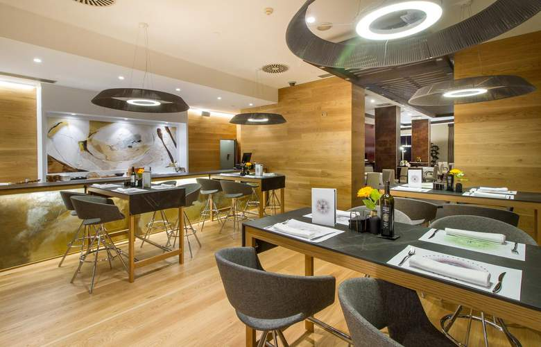 Gran Hotel Sol y Mar - Restaurant - 22