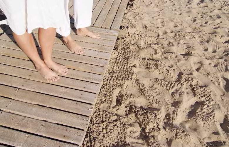 Sandos Monaco Beach Hotel and Spa - Beach - 22