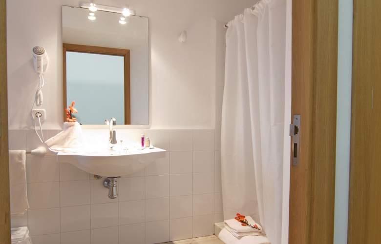 Petit Hotel Hostatgeria Sant Salvador - Room - 13