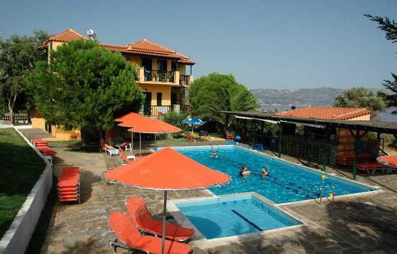 Ledra - Pool - 6