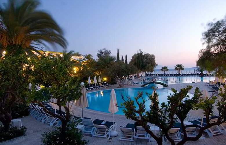 Labranda TMT Bodrum Resort - Pool - 13