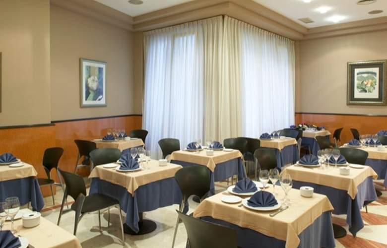 Hotel Sercotel Ciudad de Oviedo - Restaurant - 4