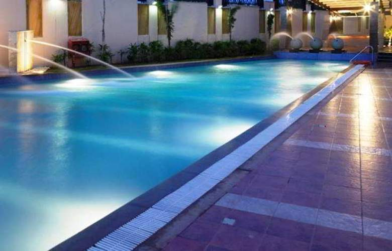 Royal Orchid Suites Whitefield - Pool - 5