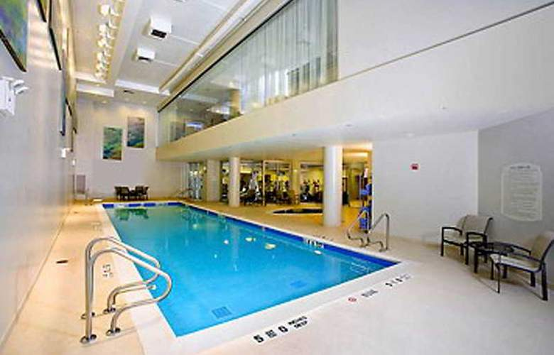Courtyard Marriott Upper East Side - Pool - 5
