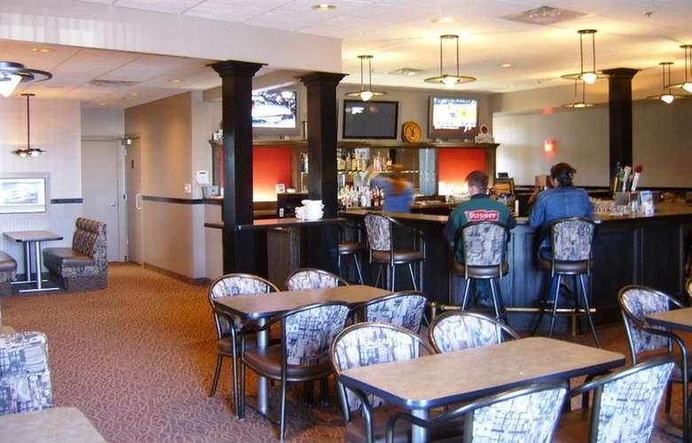 Best Western Seven Oaks Inn - Bar - 61