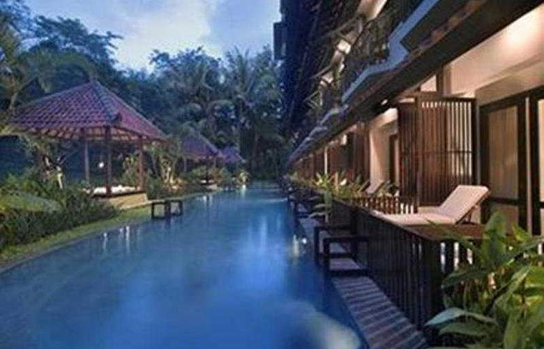 Sheraton Mustika Yogyakarta Resort and Spa - Pool - 3