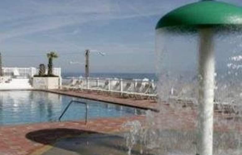 Boardwalk Inn & Suites Daytona Beach - Pool - 7