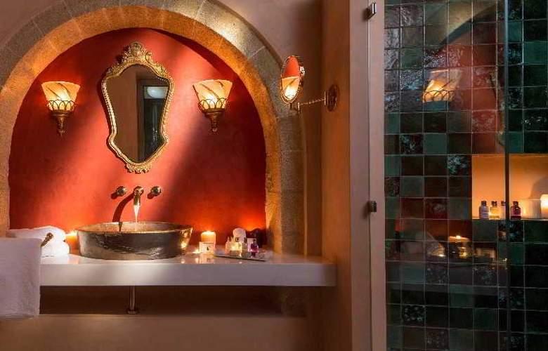 Moni Emvasis Luxury Suites - Room - 14