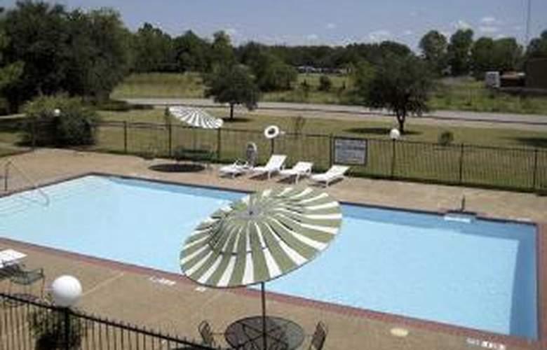 Quality Inn Near Tarleton State University - Pool - 6