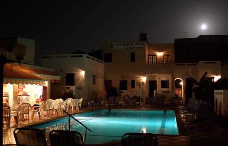 Golden Sun Apartments - Pool - 9
