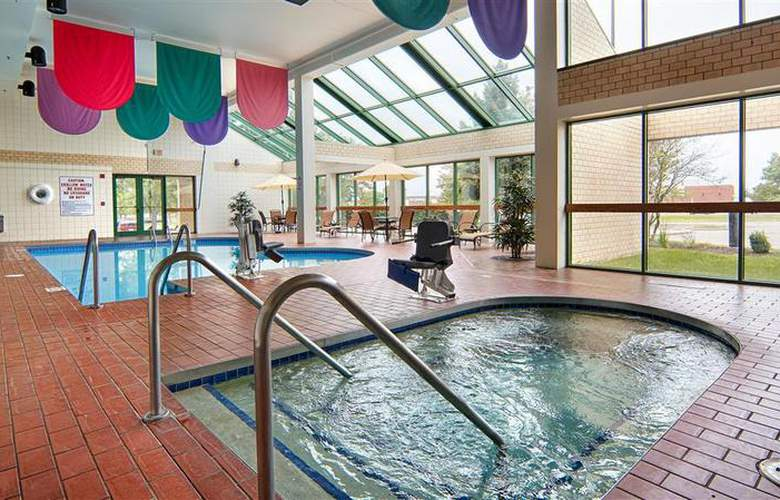 Best Western Plus East Towne Suites - Pool - 42