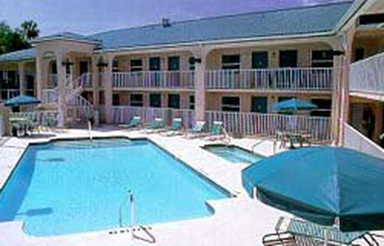 Comfort Inn (Bradenton) - Pool - 4