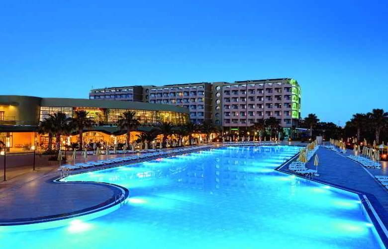 Golden Coast Resort - Pool - 23