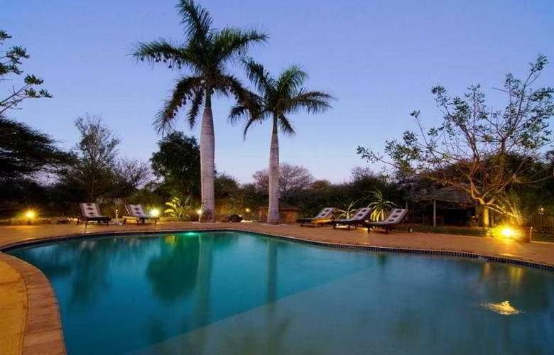 Kubu Safari Lodge - Pool - 4