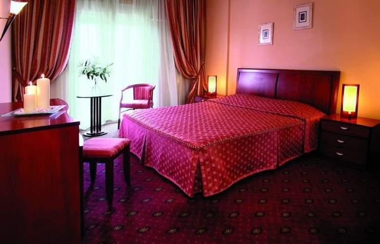 Ambassador Hotel - Room - 13