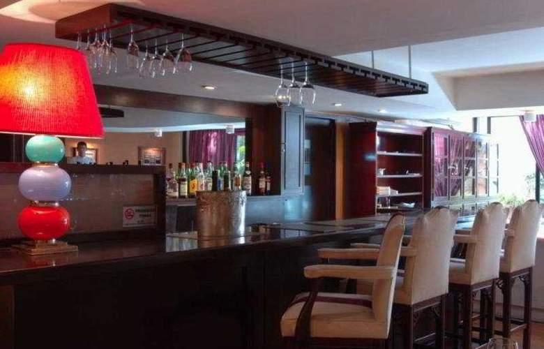 Loi Suites Arenales - Bar - 10